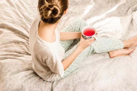 mujer en la cama.jpg
